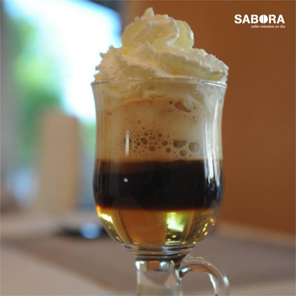 Café Escocés con xeado de  vainilla, café e whisky.