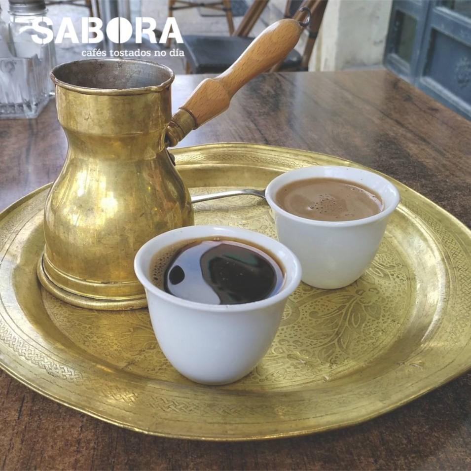 Dúas cuncas de café turco