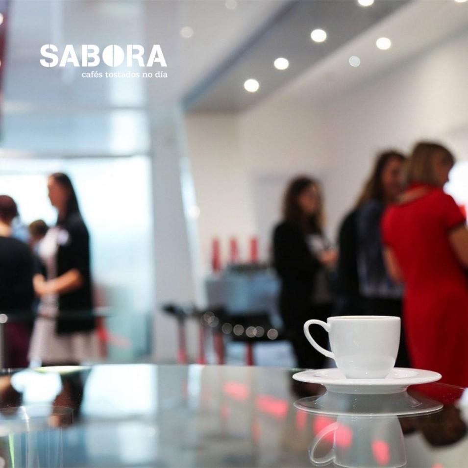 Coffee Break ou pausa para o café nun evento empresarial