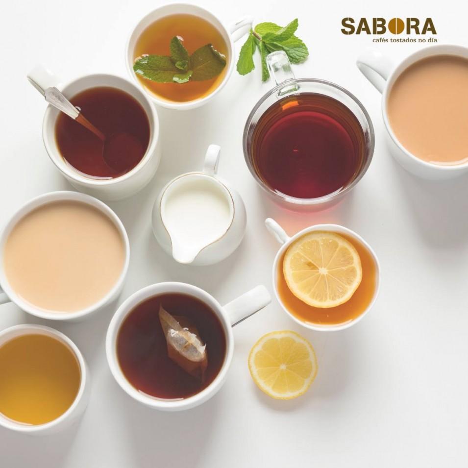 Diferentes tipos de té en cunca