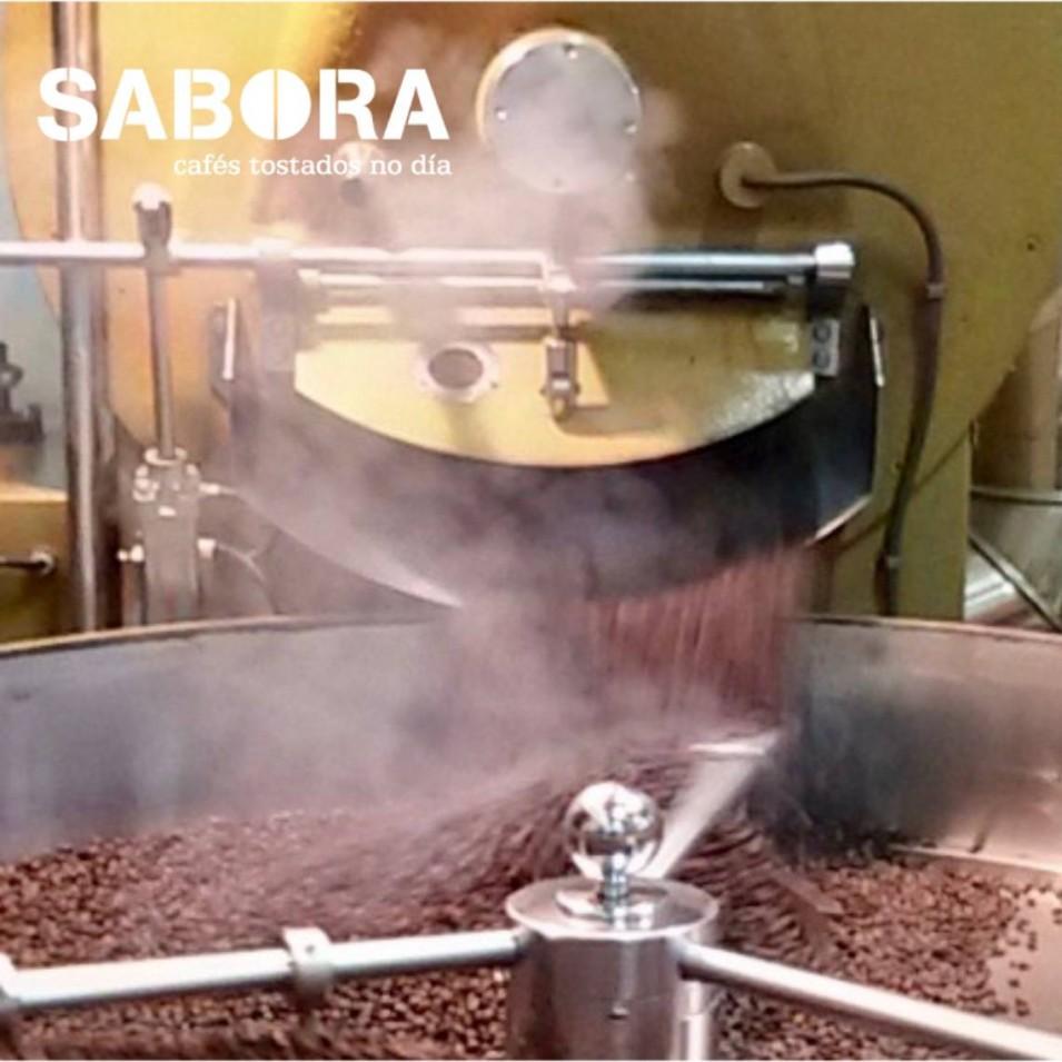 Proceso de enfriado del café al finalizar su tostado