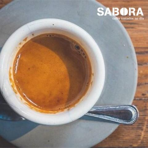 Café cortado en cunca